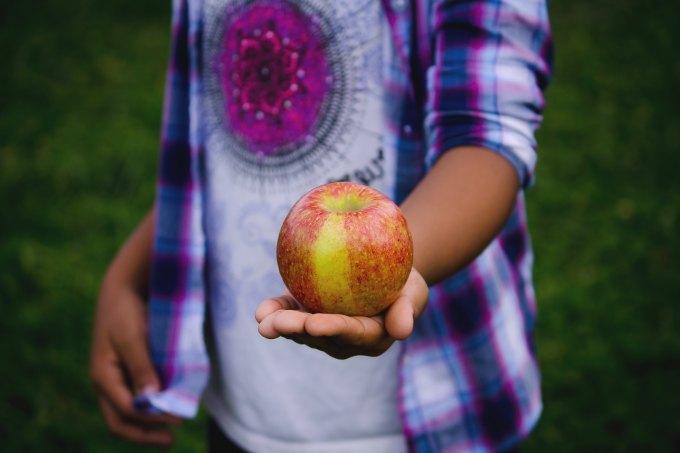 Apple ©Photo by Bonnie Kittle on Unsplash